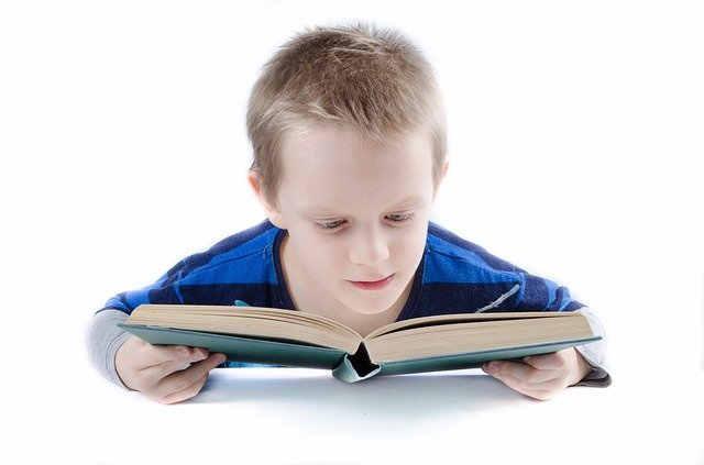 manfaat mengenalkan buku pada anak sejak usia dini